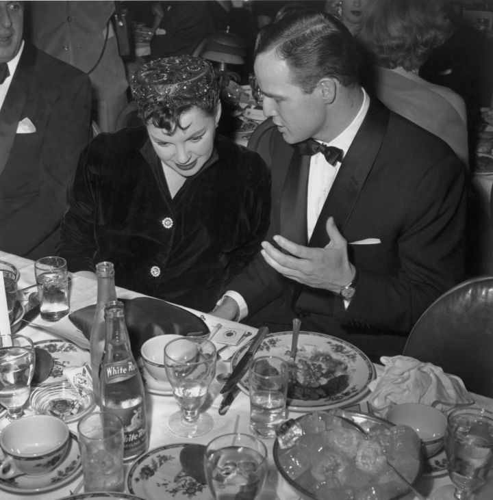At the 1955 show, Judy Garland and Marlon Brando enjoyed good food and conversation during a break.
