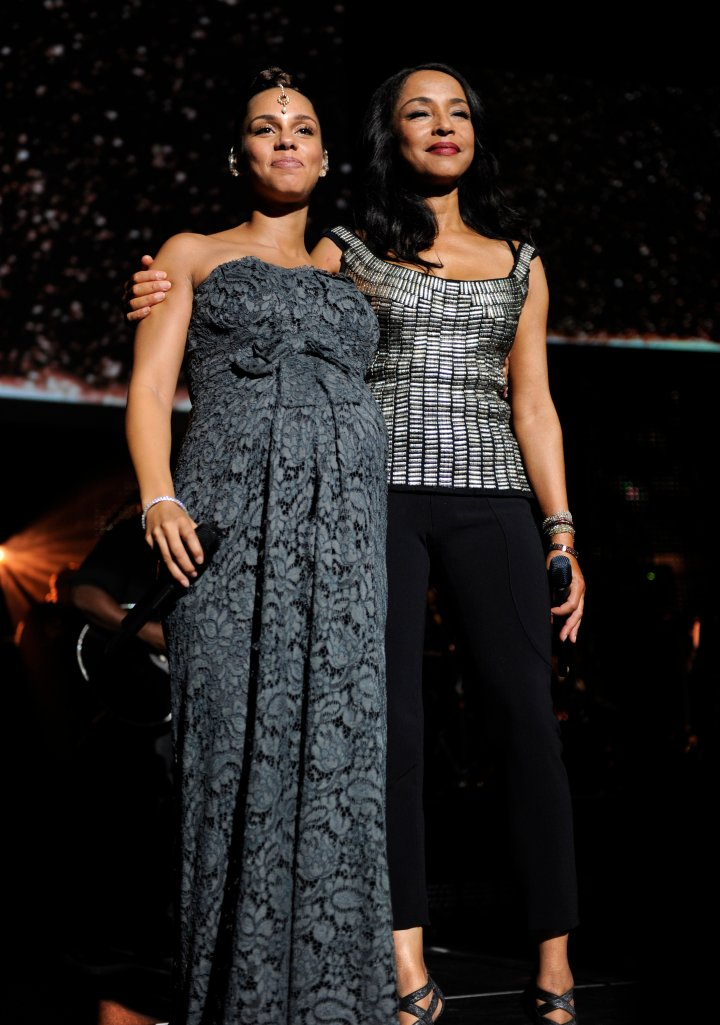 Sharing the stage with Alicia Keys while looking flawless.
