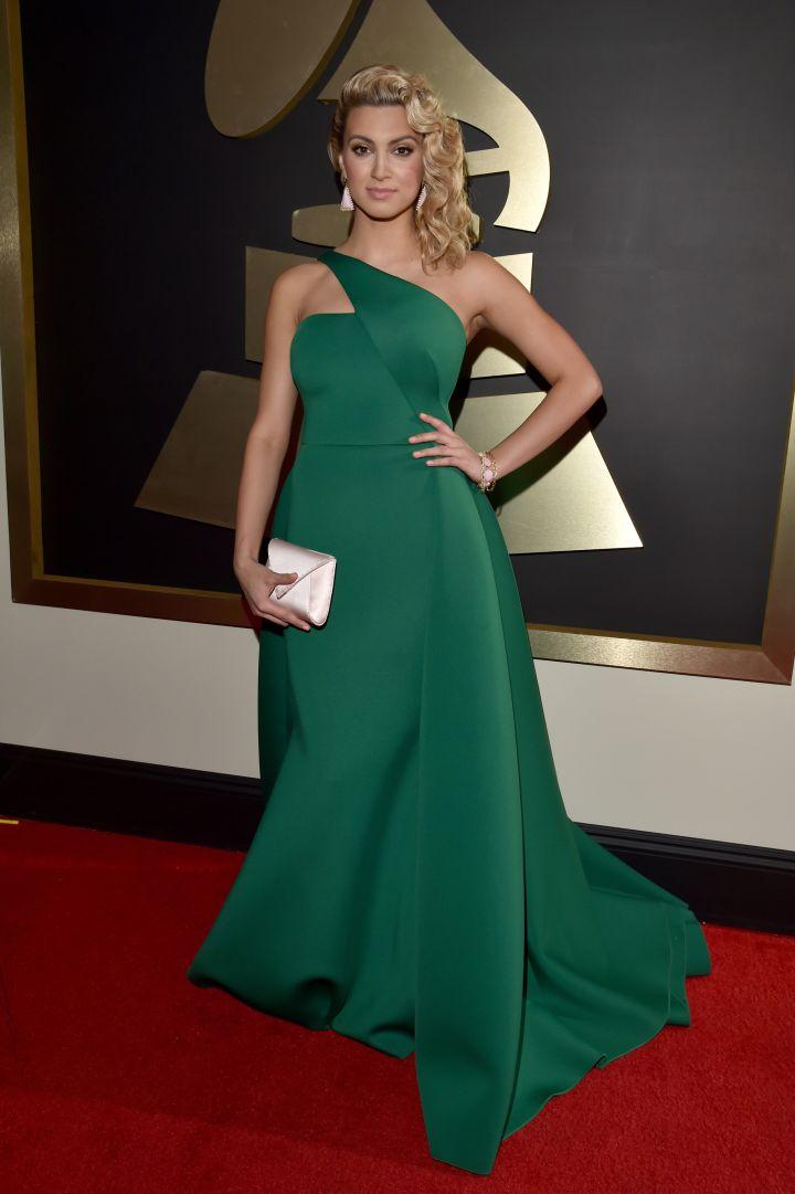Tori Kelly rocking green.