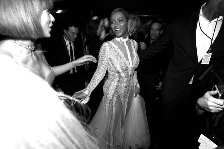 Beyonce shows Taylor Swift some love.