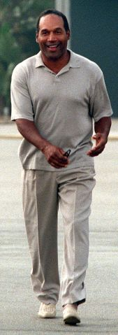 ME. simpson.4.KL.5/15––SANTA MONICA––O.J. Simpson a heads for Santa Monica courtroom Thursday, 5/15,