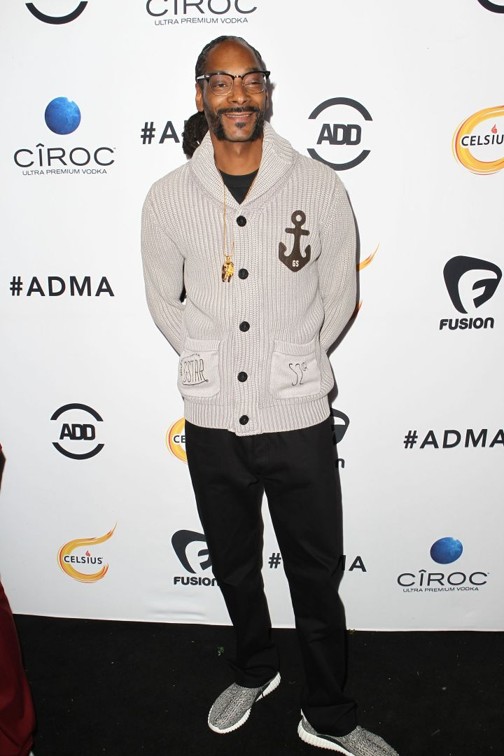 Snoop Lion stayed true to his style and kept things chill. Instead of Chucks, he arrived in a pair of Yeezys.