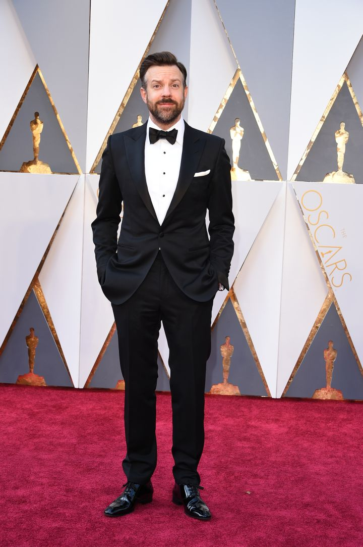 Jason Sudeikis chose to forego Jordans on the red carpet :(