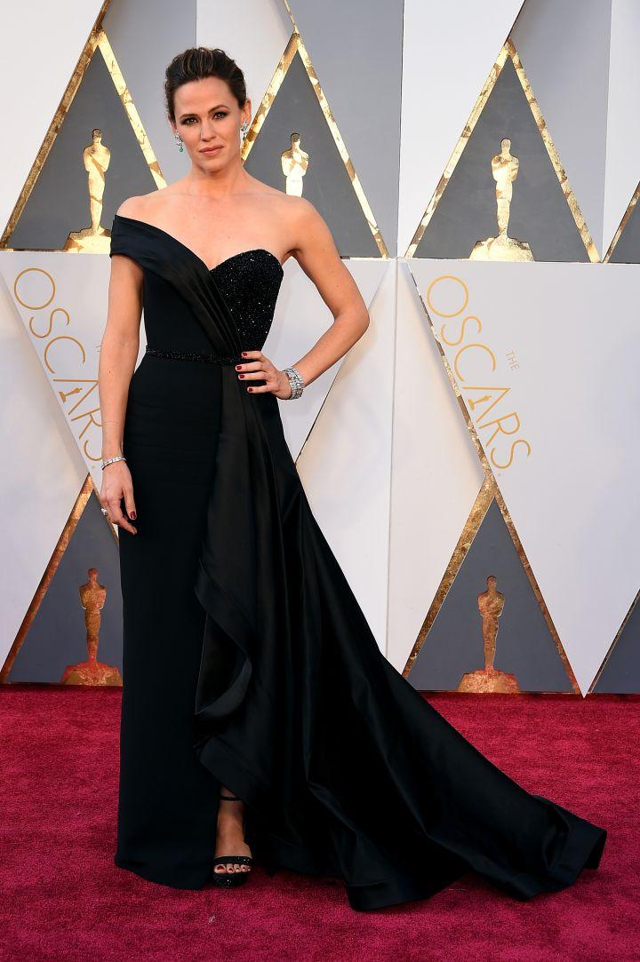 Ben who? Jennifer Garner keeps it classic in all black.