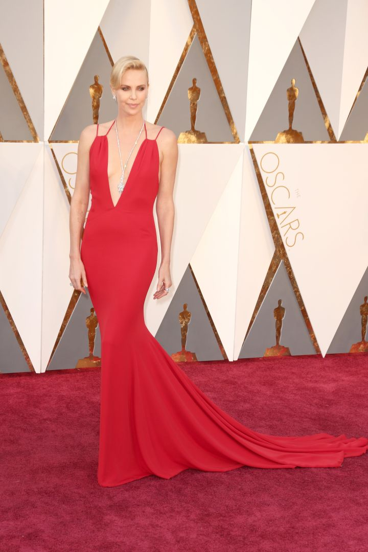 Lady in red! How gorgeous in Charlize Theron?