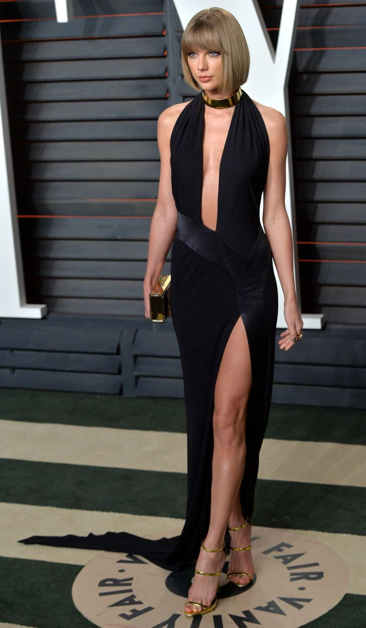 Taylor Swift turned up the sex appeal in a deep-plunging gown featuring a high-slit.