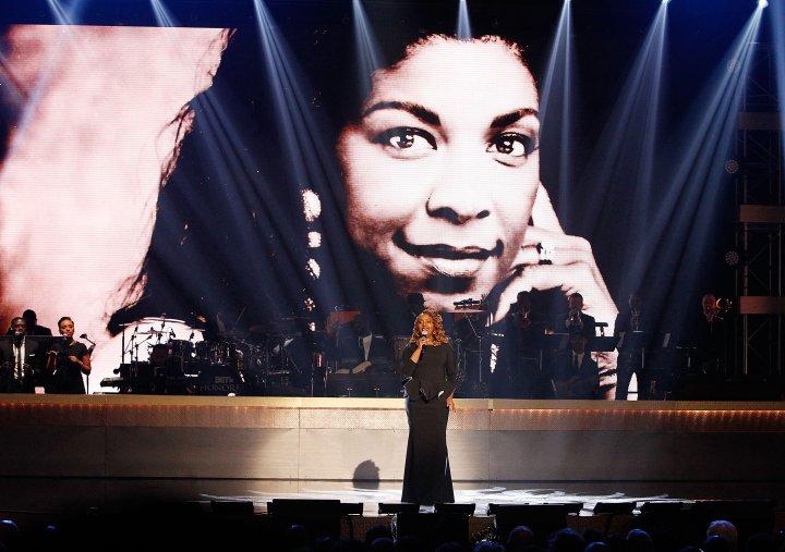 Ledisi performing Natalie Cole tribute