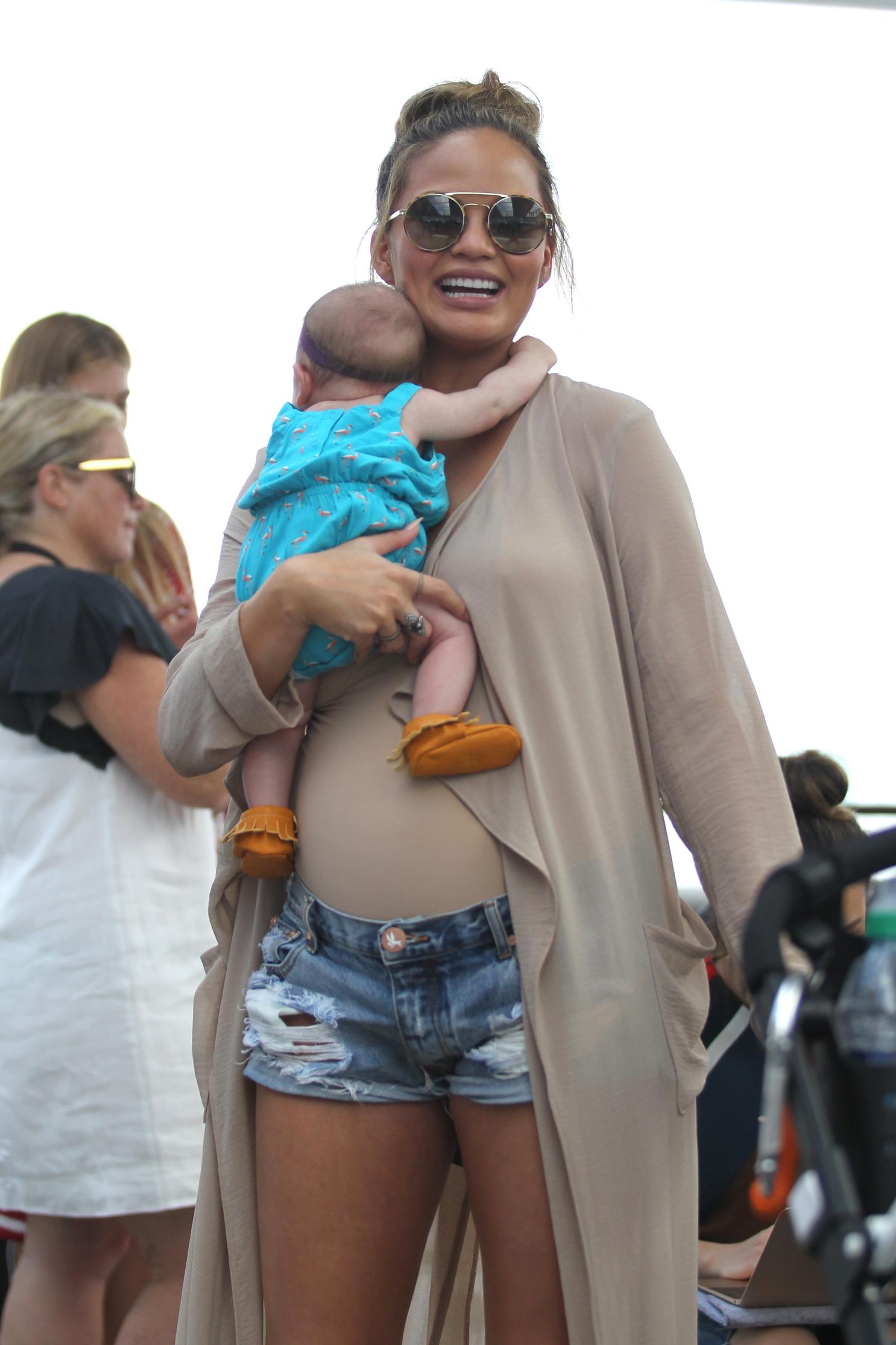 Chrissy Teigen pregnant, baby bump