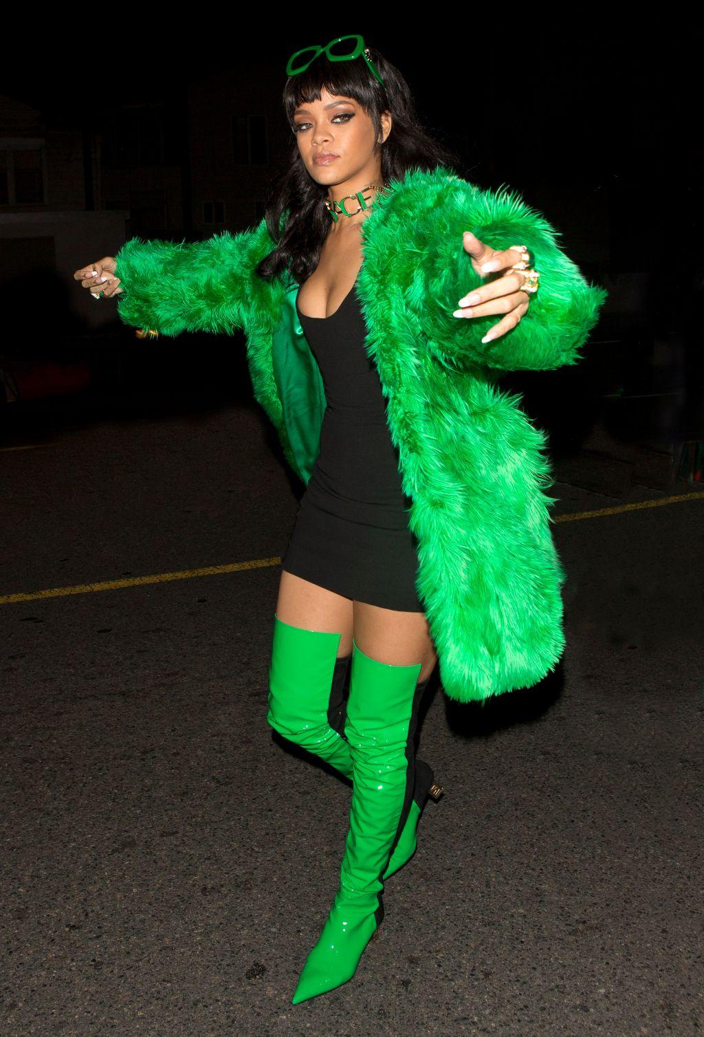 Rihanna in green, Lil Kim