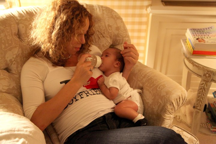 Mariah feeds her newborn daughter Monroe