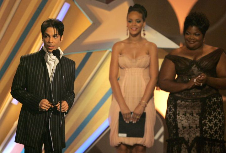 Musician Prince accepts the Male R&B Award (L) from actress Mo'Nique and singer Rihanna onstage at the 2006 BET Awards at the Shrine Auditorium on June 27, 2006.