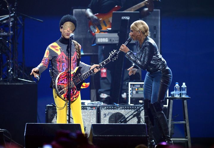 Prince and Mary J. Blige sing it out at the 2012 iHeartRadio Music Festival