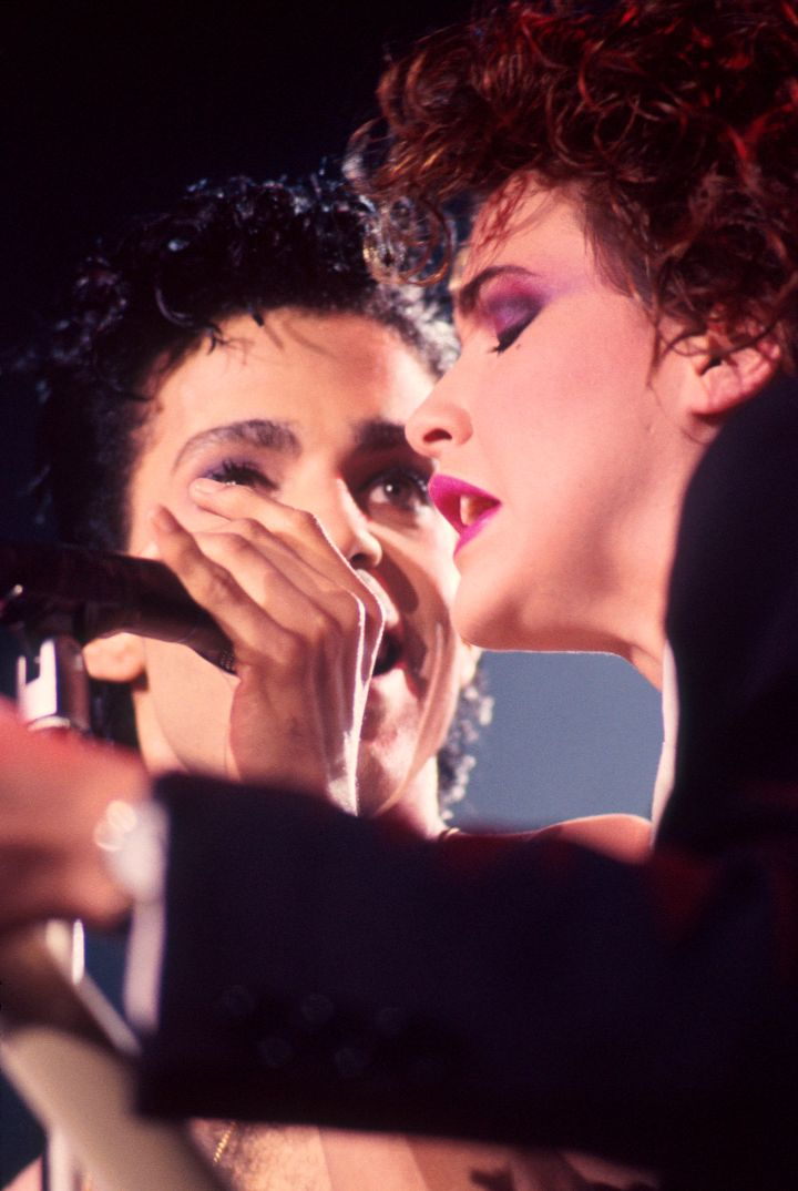 Prince singing with his protégée Sheena Easton