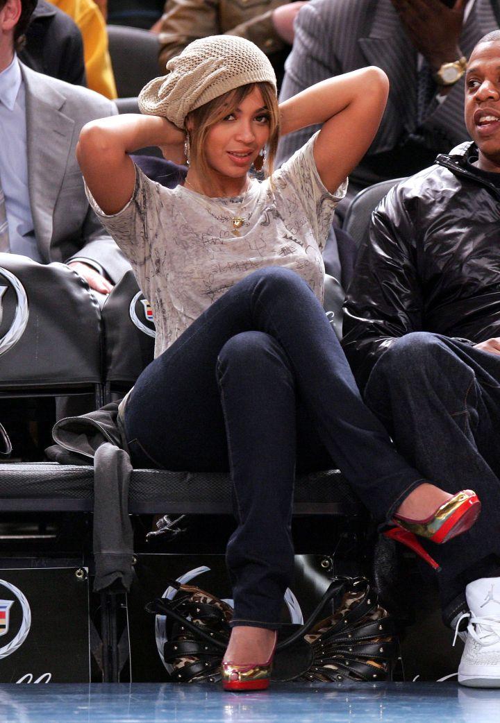Bey kicks it at the basketball game
