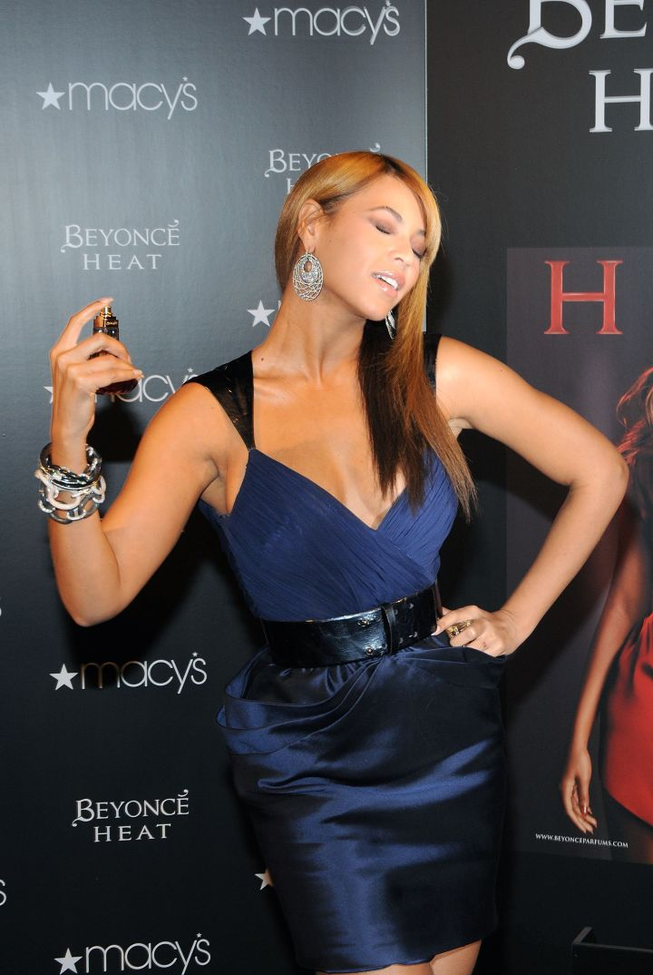 Bey poses with her perfume
