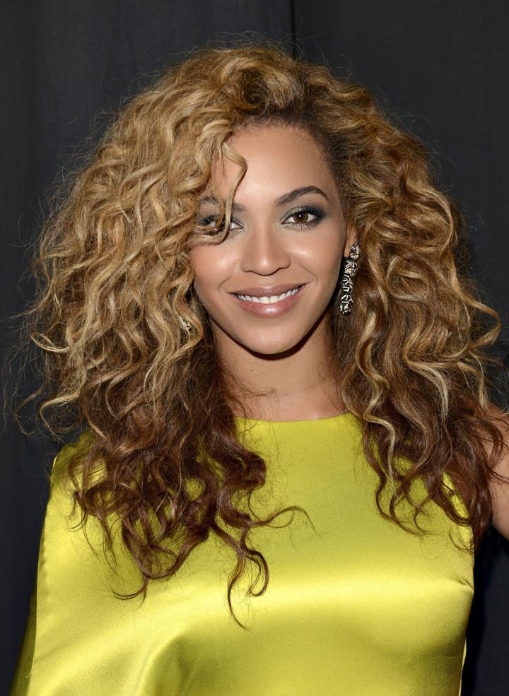 More curly Bey!
