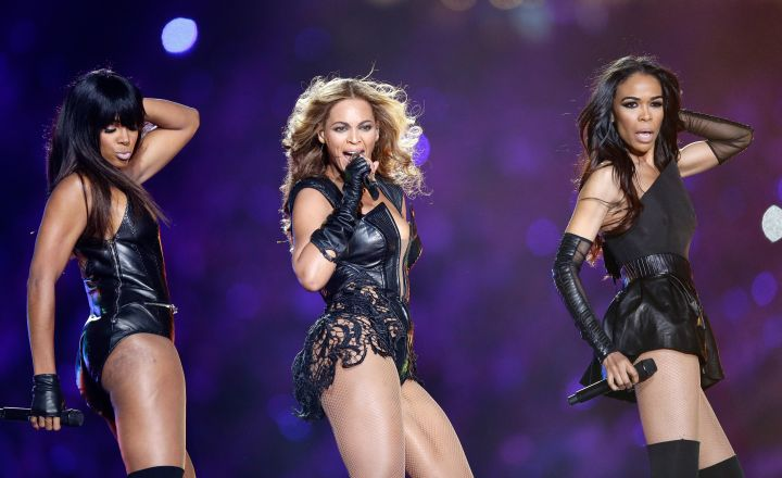 Beyonce gives us legs on stage