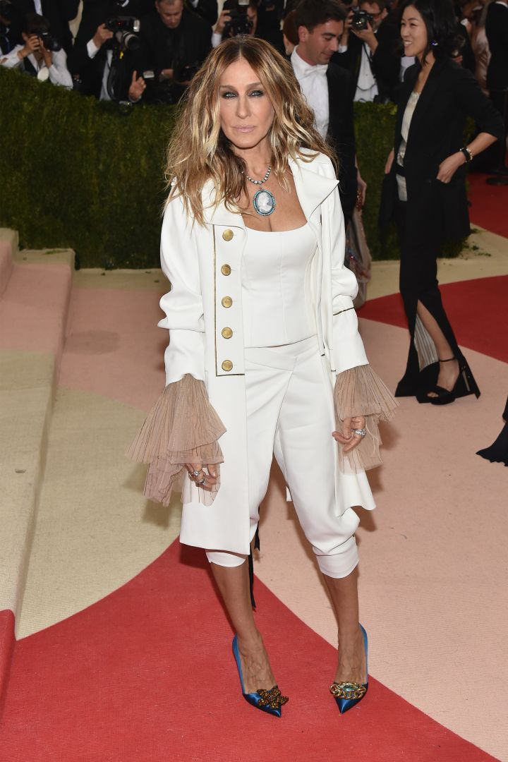 Met Gala queen, Sarah Jessica Parker, is going for a different vibe tonight.