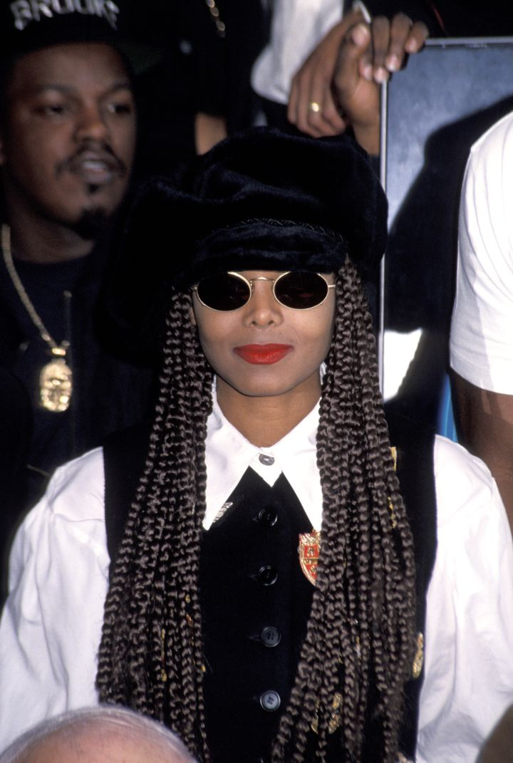 Nothing says incognito and stylish like dark shades, a hat, and a red lip.