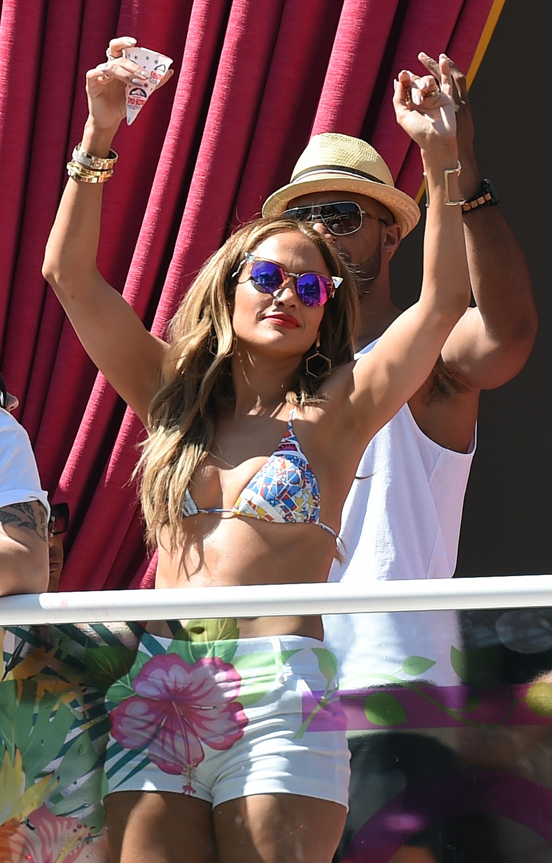Jennifer Lopez Hosts 'Carnival Del Sol' At Drai's Beach Club - Nightclub