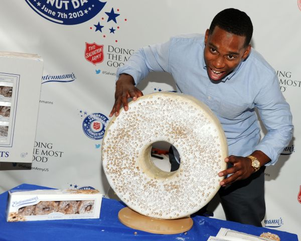 Victor Cruz Unveils One-of-a-Kind Giant Entenmann's Donut