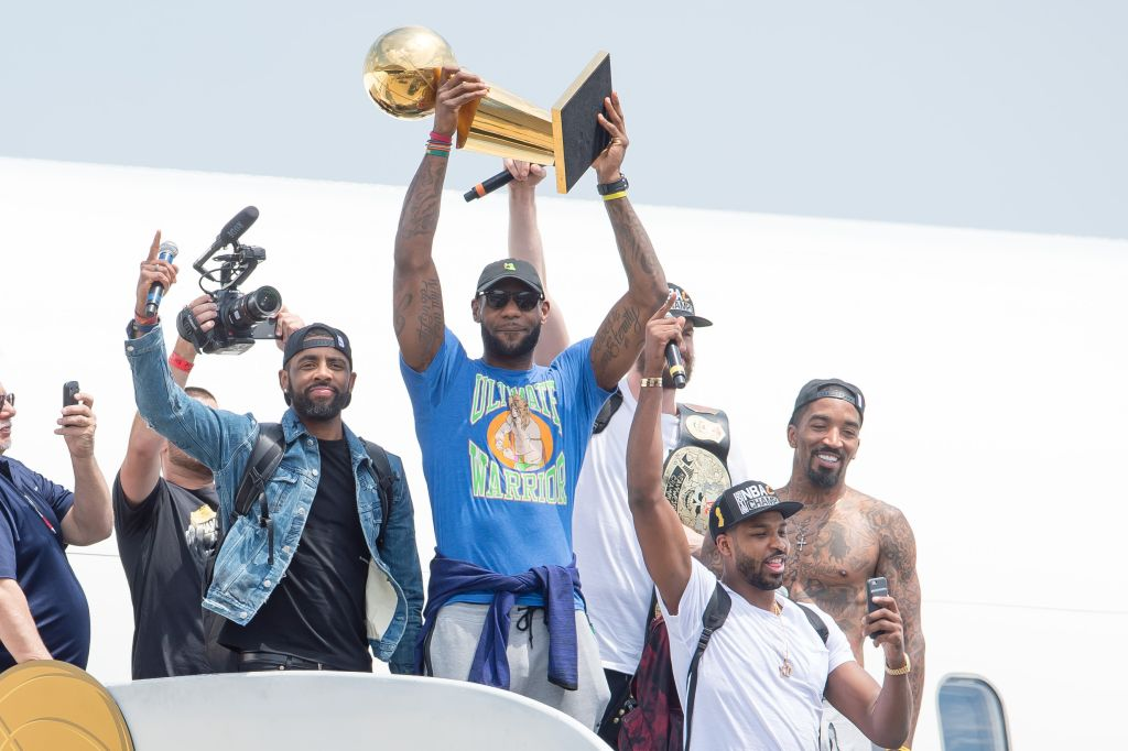 2016 NBA Champion Cleveland Cavaliers Airport Arrival