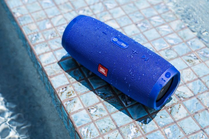 JBL Charge 3 Poolside Party