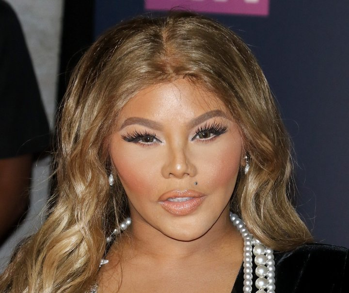 Lil Kim has always been about her coins. The Queen Bee teamed with North Carolina salon owner and cousin Katrise Jones to expand and franchise Jones' Salon Se Swa brand to five salons.
