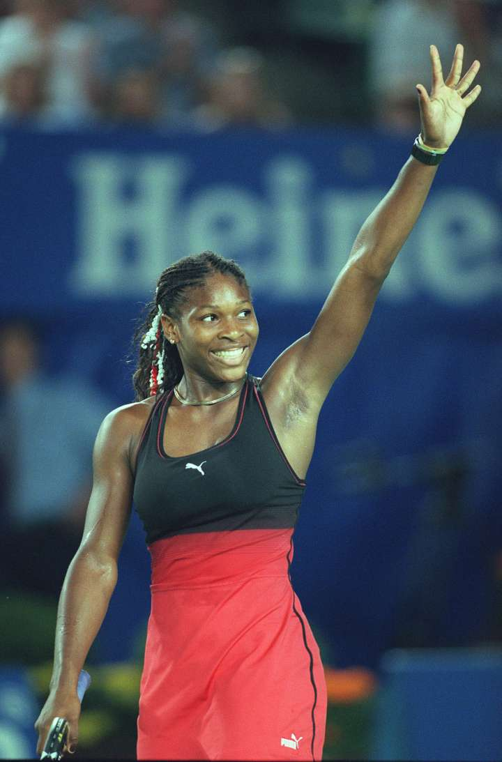 A young Serena Williams wears a two-tone tennis dress at the 2000 Australian Open