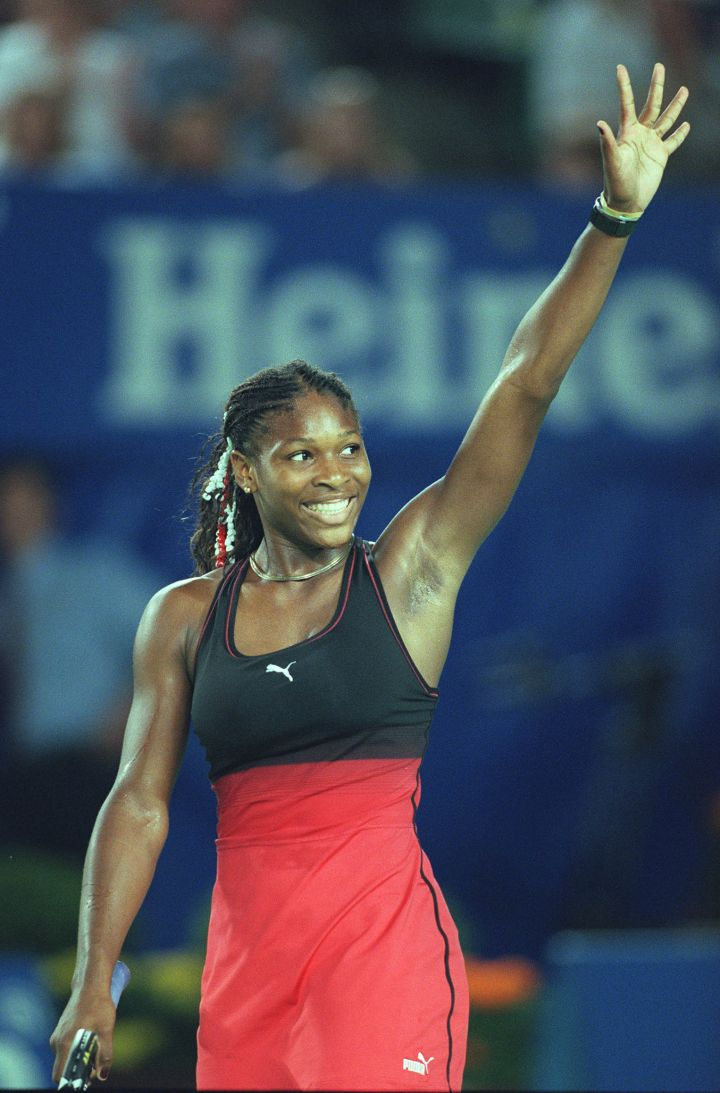A young Serena Williams wears a two-tone tennis dress at the 2000 Australian Open.