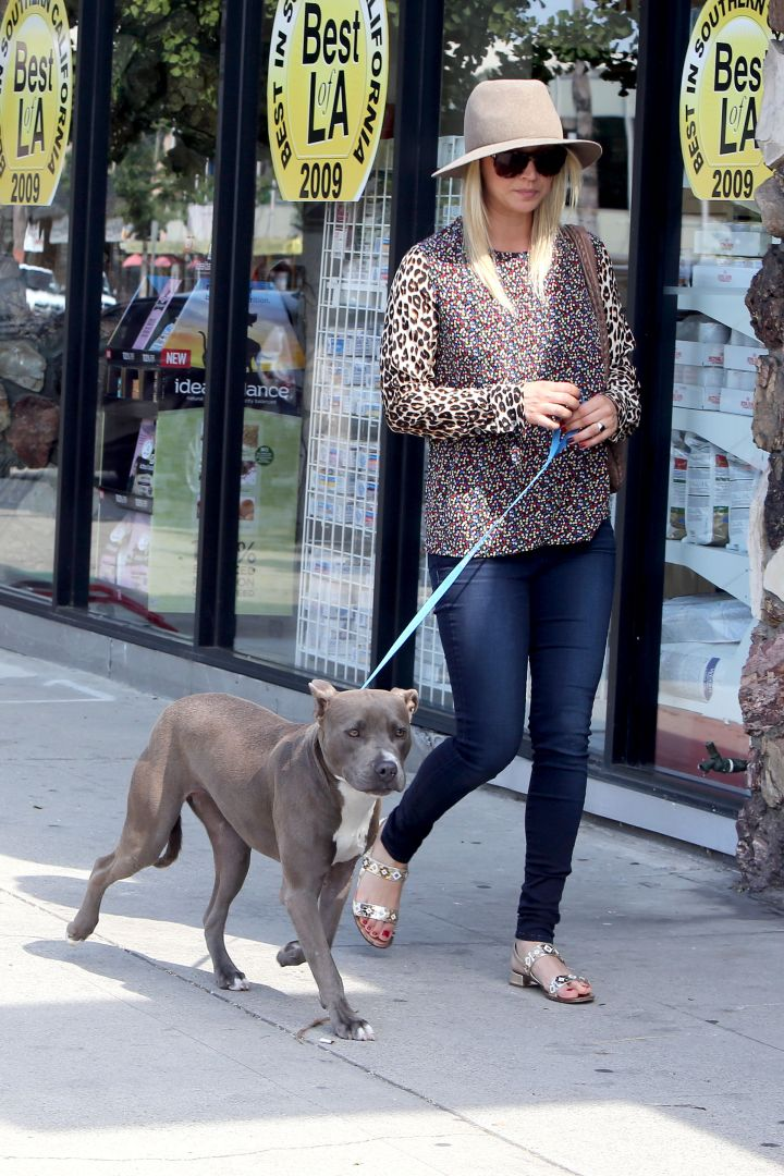 Kaley Cuoco and her pit get a little sunshine together.