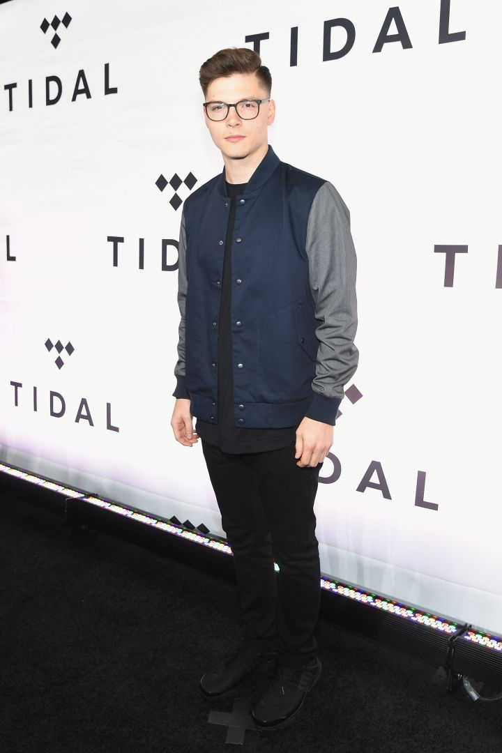 Kevin Garrett hits the red carpet.