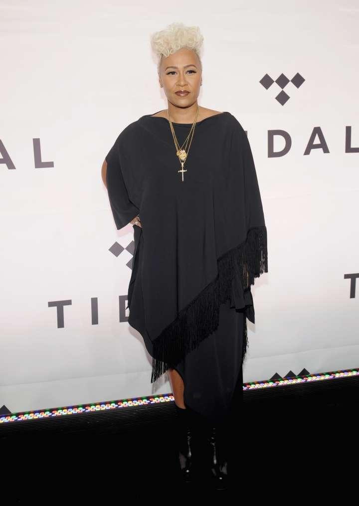 Emeli Sandé rocks all black.