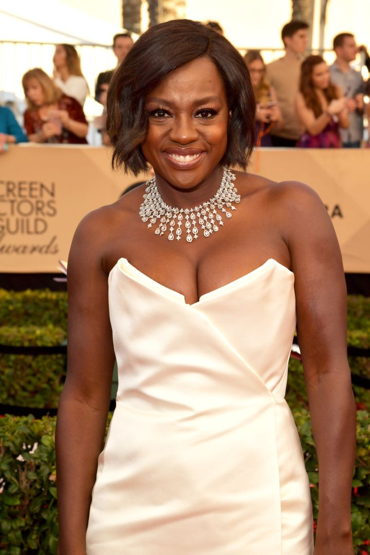 Viola Davis showed off her toned arms in this gorgeous number.
