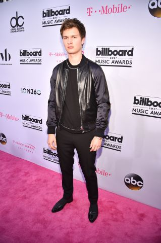 2017 Billboard Music Awards - Magenta Carpet