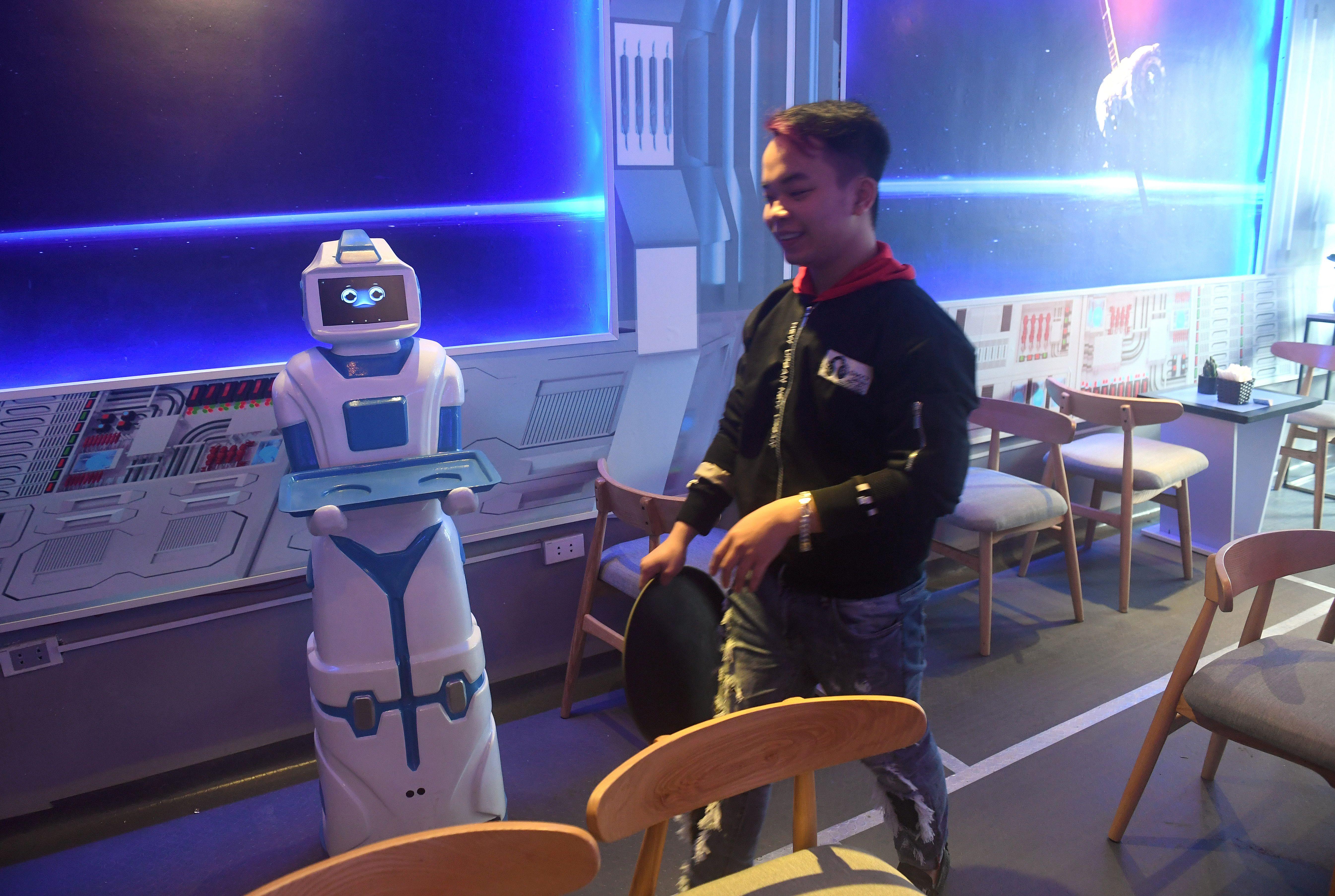 VIETNAM-LIFESTYLE-TECHNOLOGY-ROBOT