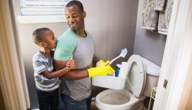 5 traits men should flush down toilet
