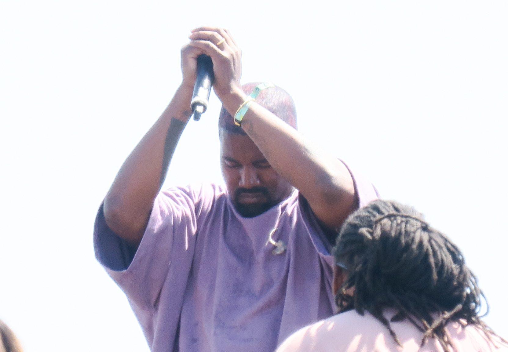 Kanye West praying