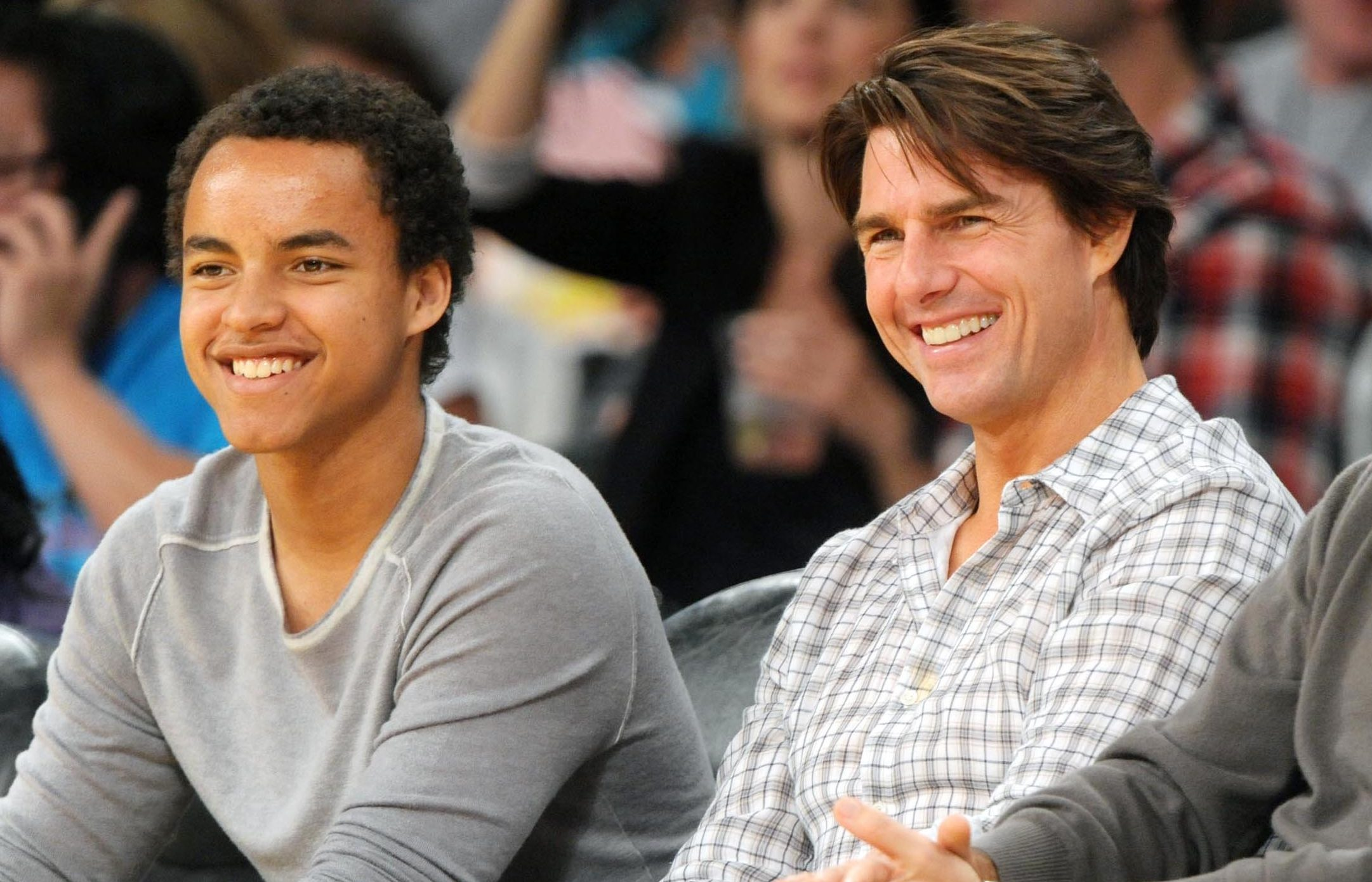 TOM CRUISE AND SON CONNOR AT LAKERS-SUNS GAME 2