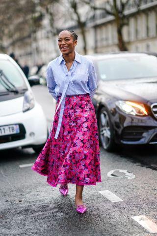 Street Style - Paris Fashion Week - Womenswear Fall/Winter 2020/2021 : Day Seven