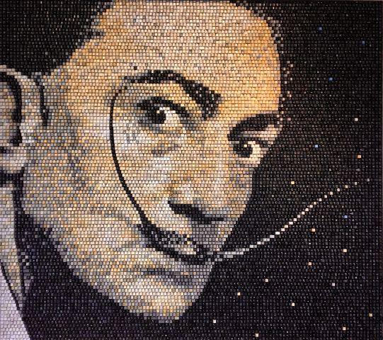 Artist creates stunning mosaic artwork using recycled computer keyboard keys